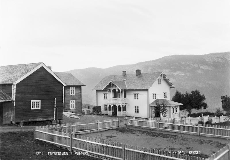 Frydenlund skysstasjon, ikring 1890. Original i Universitetsbiblioteket i Bergen (Foto/Photo)