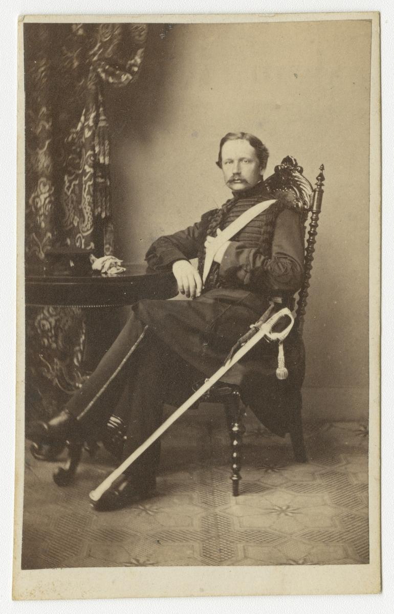 Porträtt av Alexander Otto Hugo Fischerström, ryttmästare vid Skånska dragonregementet K 6.