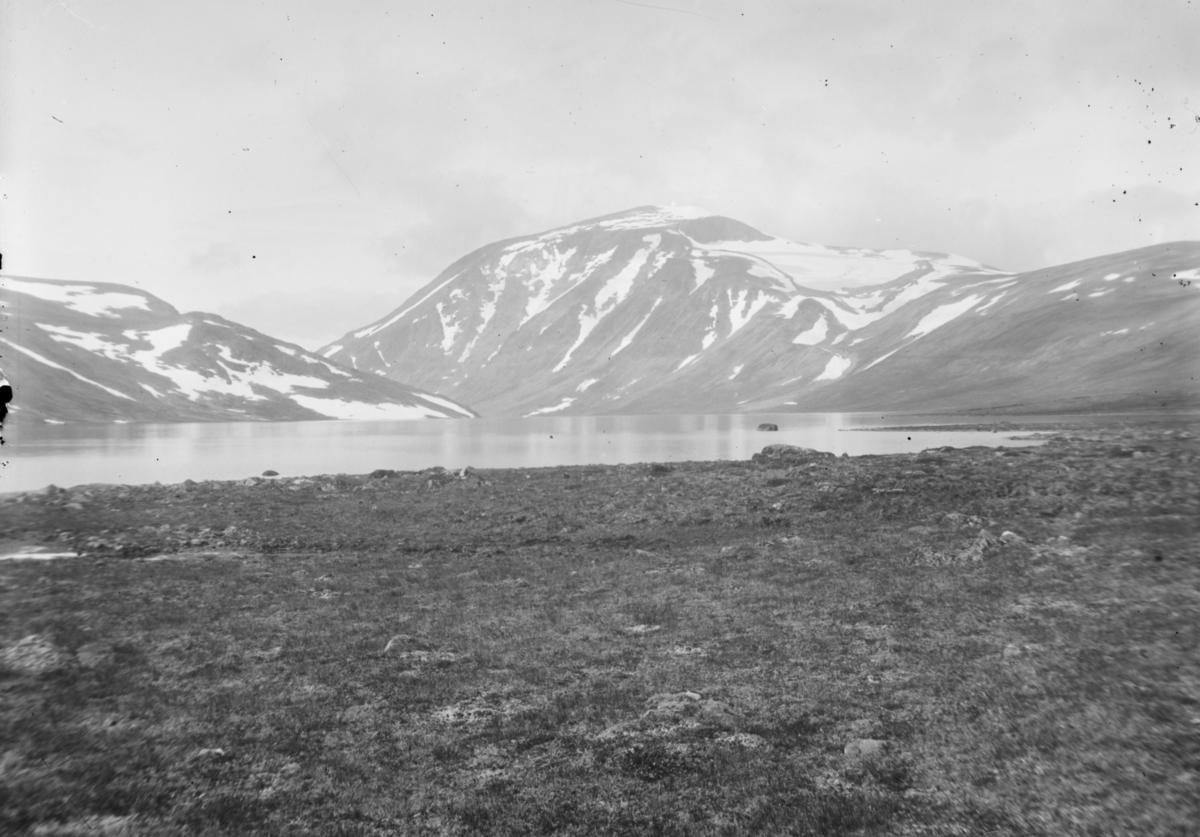 Jotunheimen, Bessvatnet med Besshøe i bakgrunn