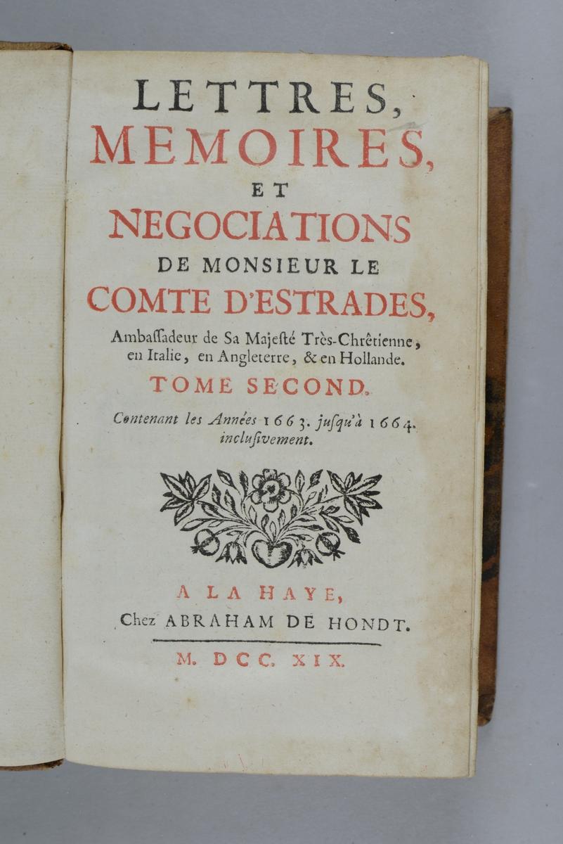"""Bok, helfranskt band """"Lettres, mémoires et negociations de monsieur le comte d´Estrades"""" del 2, tryckt i Haag 1719. Skinnband med blindpressad och guldornerad rygg i fem upphöjda bind med fält med skadad text, påklistrad pappersetikett. Rödstänkt snitt."""