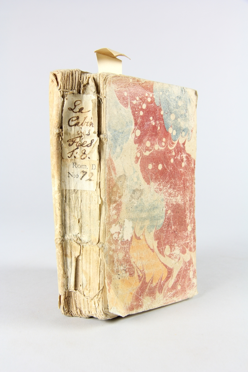 """Bok, pappband, """"Le Cabinet des Fées"""", del 8, tryckt 1717 i Amsterdam. Marmorerade pärmar, blekt rygg med etiketter med bokens titel och nummer. Oskuret snitt. Illustrerad med kopparstick."""