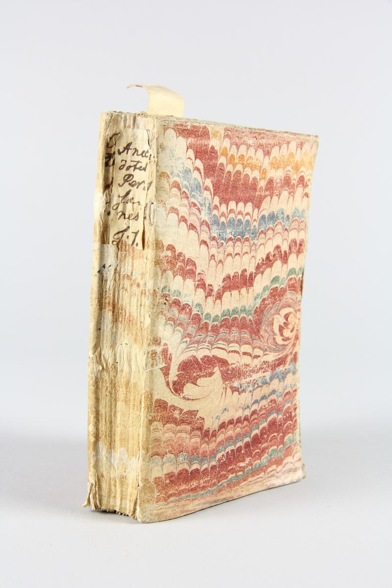 """Bok, häftad """"Anecdotes persanes"""", del 1, skriven av Gomez, tryckt 1729 i Amsterdam. Pärm av marmorerat papper, oskuret snitt. På ryggen etikett med titeln. Anteckning om inköp."""