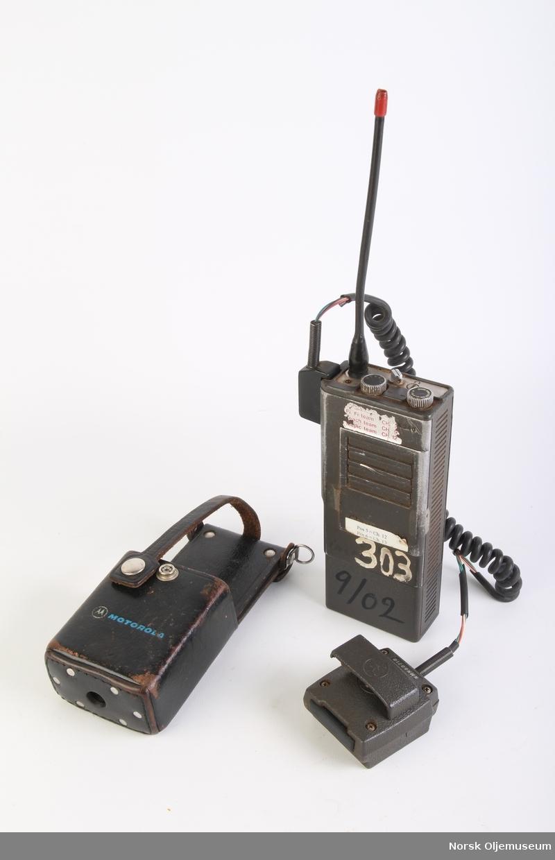 Walkie talkie med øreklokker og mikrofon.