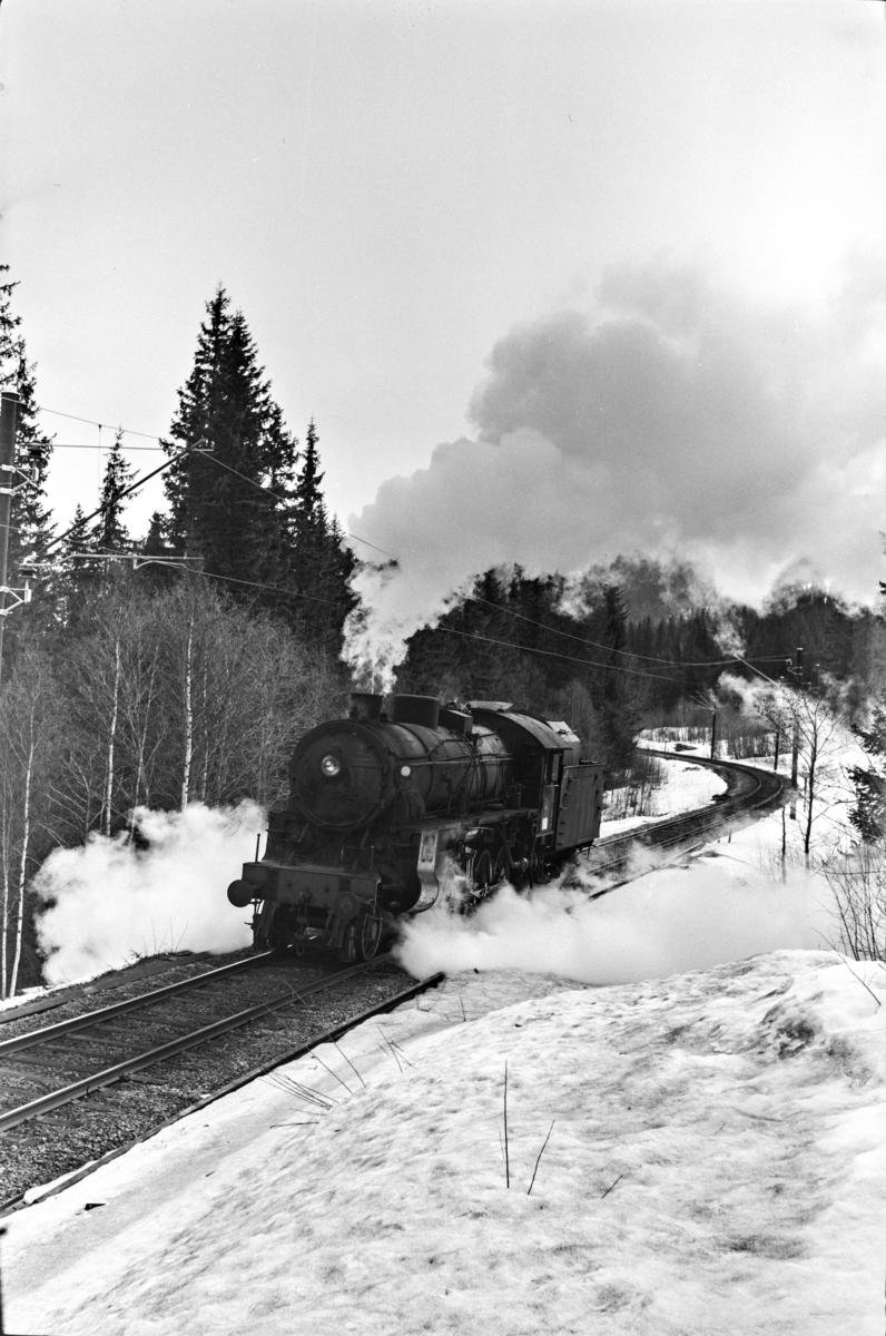 Damplokomotiv type 31b nr. 428 ved km 2467 melllom Hol og Geilo.