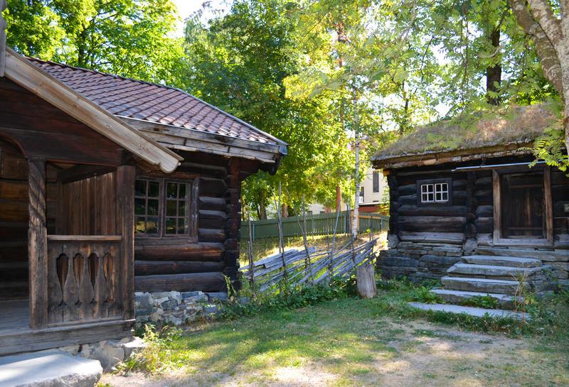 Tidenes bryllup på Norsk Folkemuseum, fra Hallingdalstunet med tømmerbygninger i grønne omgivelser