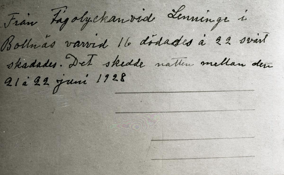 Baksidan på ett kort med anteckningar från den stora tågolyckan i Lenninge 1928.