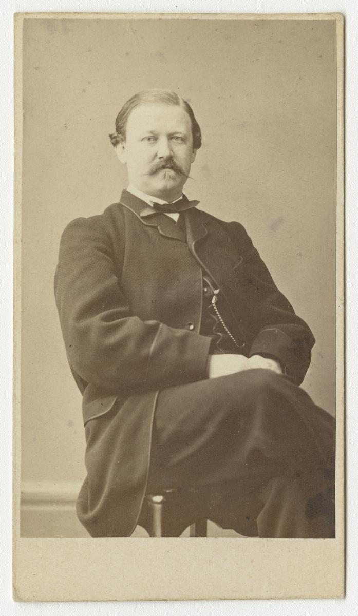 Porträtt av Carl Gustaf Hjärne, officer vid Göta artilleriregemente A 2.