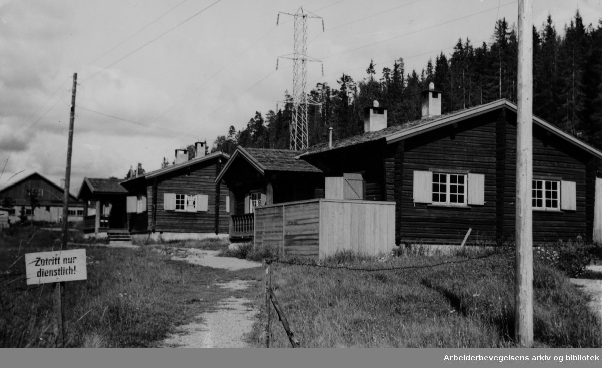 Bogstadleiren. Tysk brakkeleir. Familier flytter inn i leiren. Oktober 1947