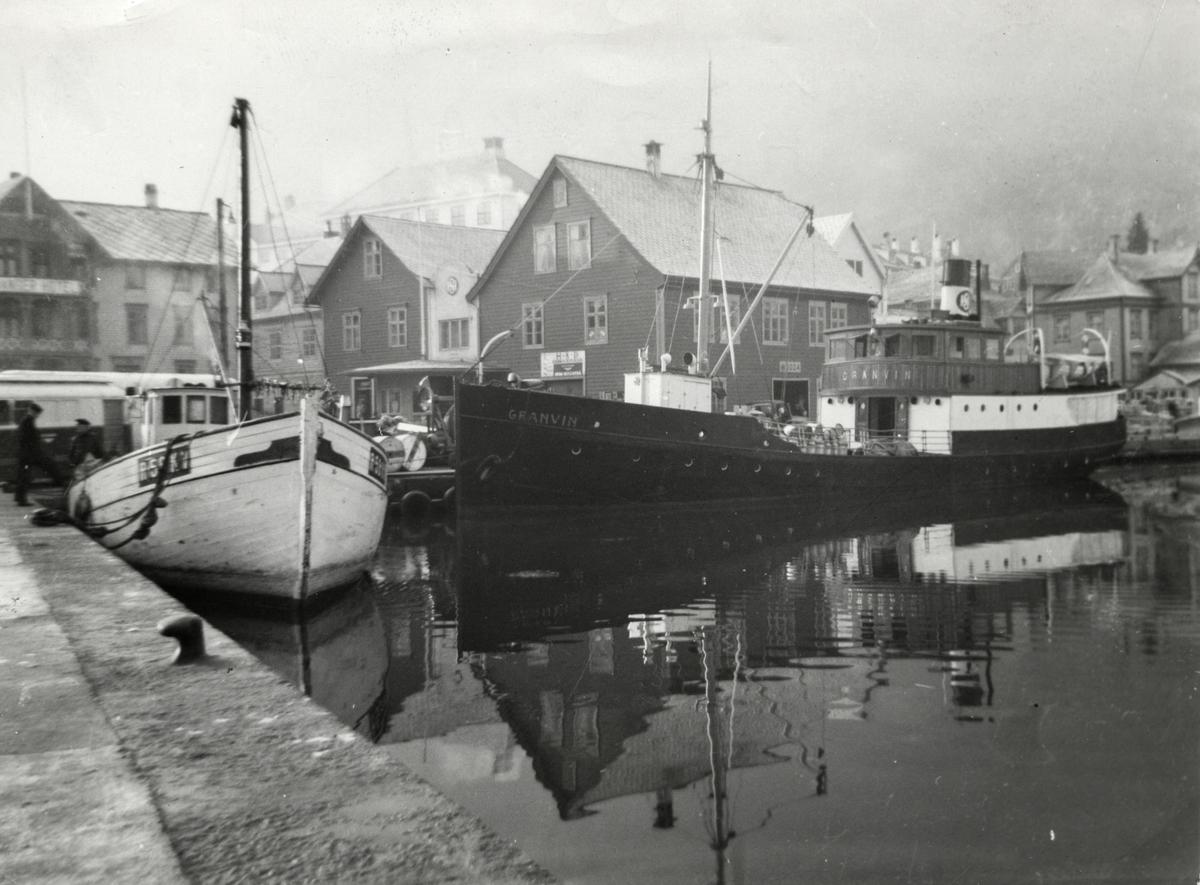 """Båt, """"Granvin"""", HSD-kaien, hamn, hotell"""