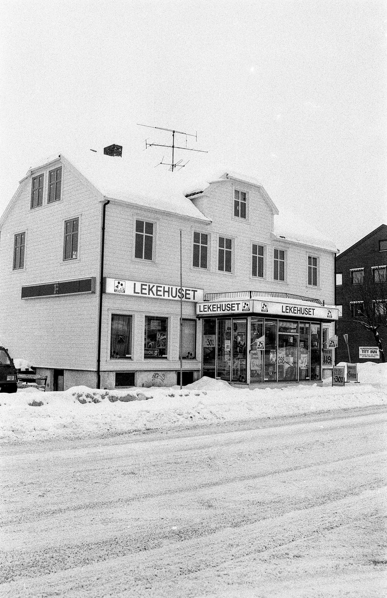 Rom-huset eller Lekehuset i Jernbaneveien i Ski er solgt av Husebyfamilien til Olav Thon for 5 mill. Skal rives for å gi plass til Ski Stosenter.