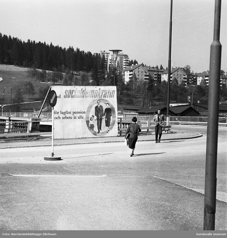 Valkampanj i Sundsvall 1958 med partiernas valaffischer på olika platser i staden. 1: Esplanaden, 2: Stadsbacken, 3: Esplanaden, 4: Norrmalm norr om Tivolibron, 5: söder om Tivolibron.
