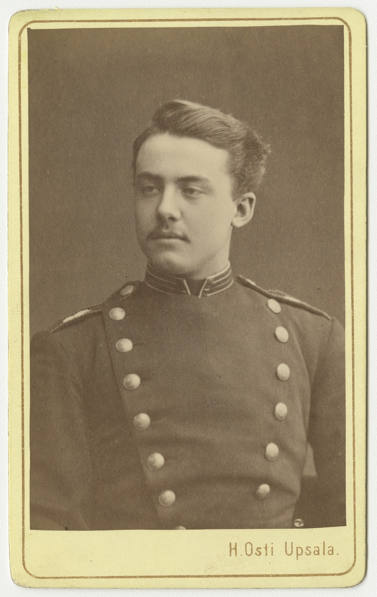 Porträtt av Gustaf Harald Svanström vid Livregementets grenadjärkår I 3.  Se även bild AMA.0002192.