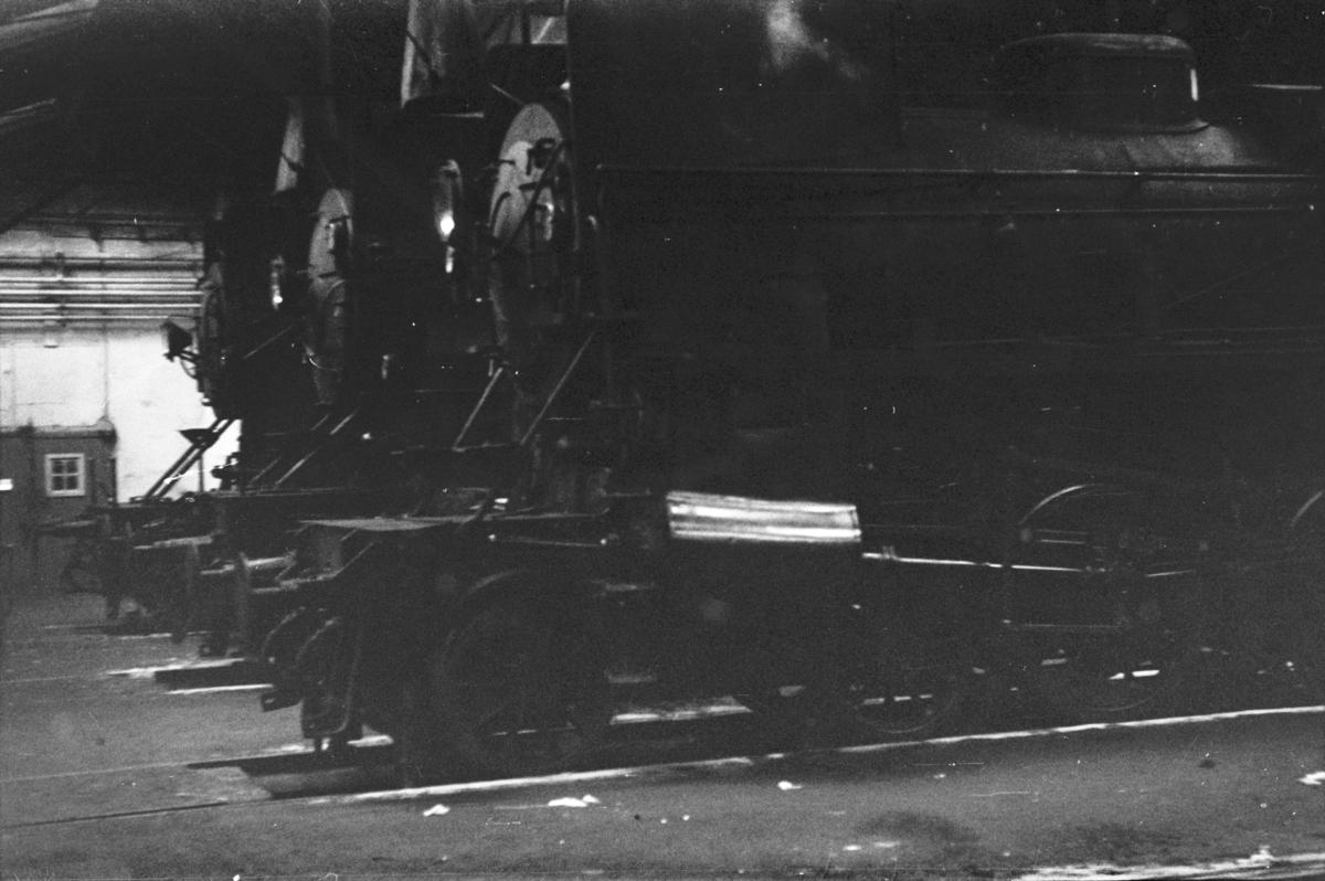 Damplokomotiv type 26c nr. 433 (nærmest), type 31b nr. 450 og 30b nr. 356 i Gamlestallen i Lodalen i Oslo.