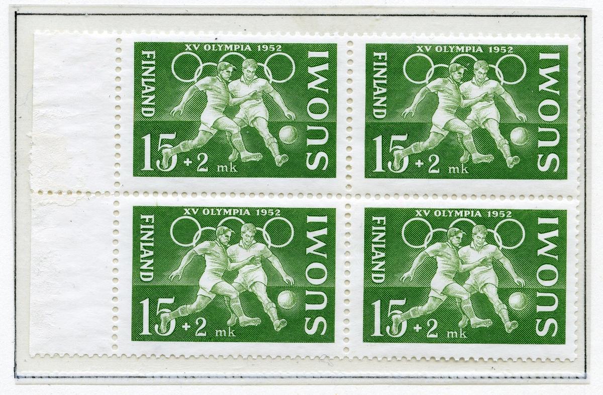 A4-ark med fire blokker av fire frimerker fra sommer-OL i Helsinki 1952, alle med de olympiske ringer. De røde frimerkene har bilde av en stuper, de grønne viser to fotballspillere, de brune viser en sprinter, og de blå viser Olympiastadion. Nederst på siden er det limt inn et frimerkehefte med priser på flere språk.