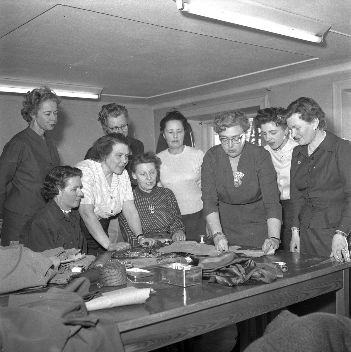 Sömnadskurs. December 1956.