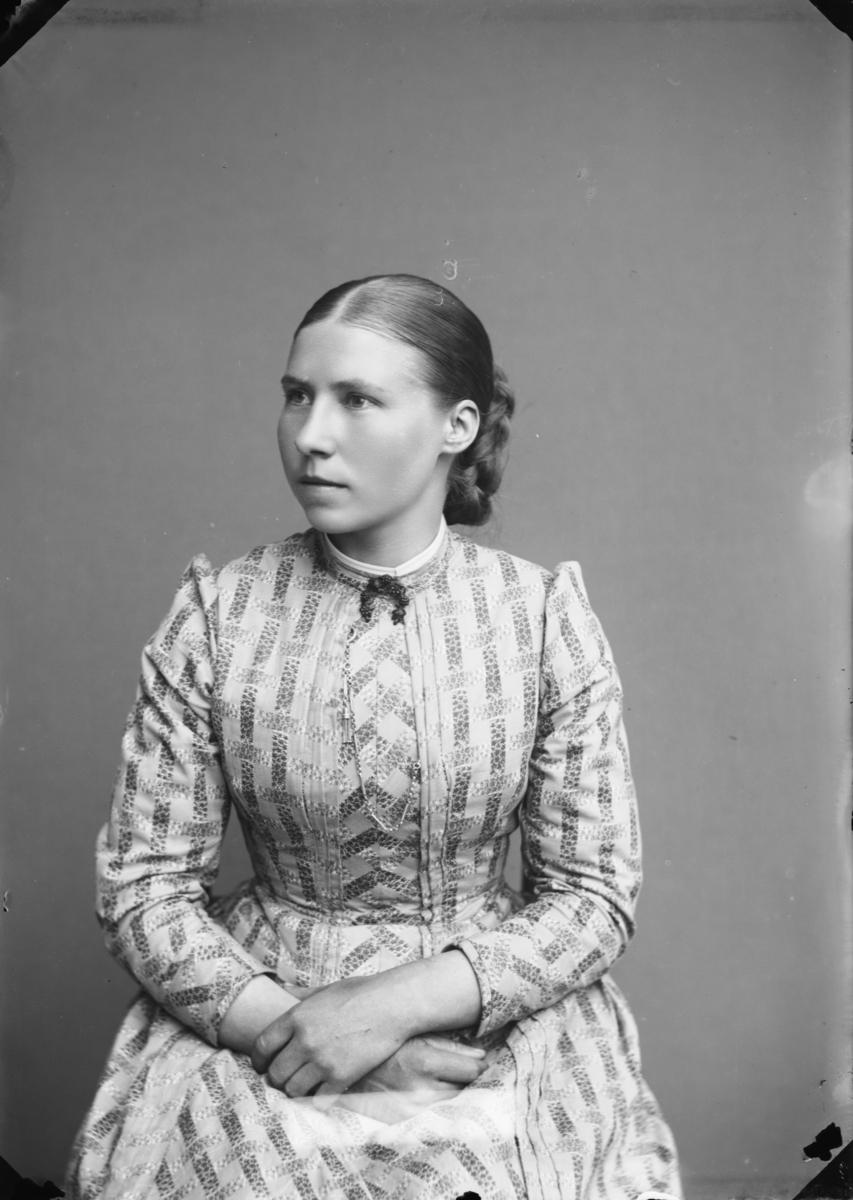 Lærerinne Eline Sylfestdatter Lund, født i Oppdal, Trøndelag. Gift med Sevald Rasmusson Forberg i Skjåk