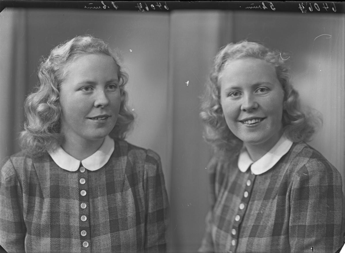 Portrett. Ung lyshåret kvinne med rutet kjole med lys halskrage. Bestilt av Signe Samsonsen. John Risøysgt. 135