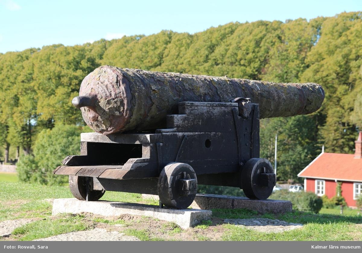 KLM 38995. Kanon. Av järn. Spår av ca 25 vulster fördelade på sju ställen.
