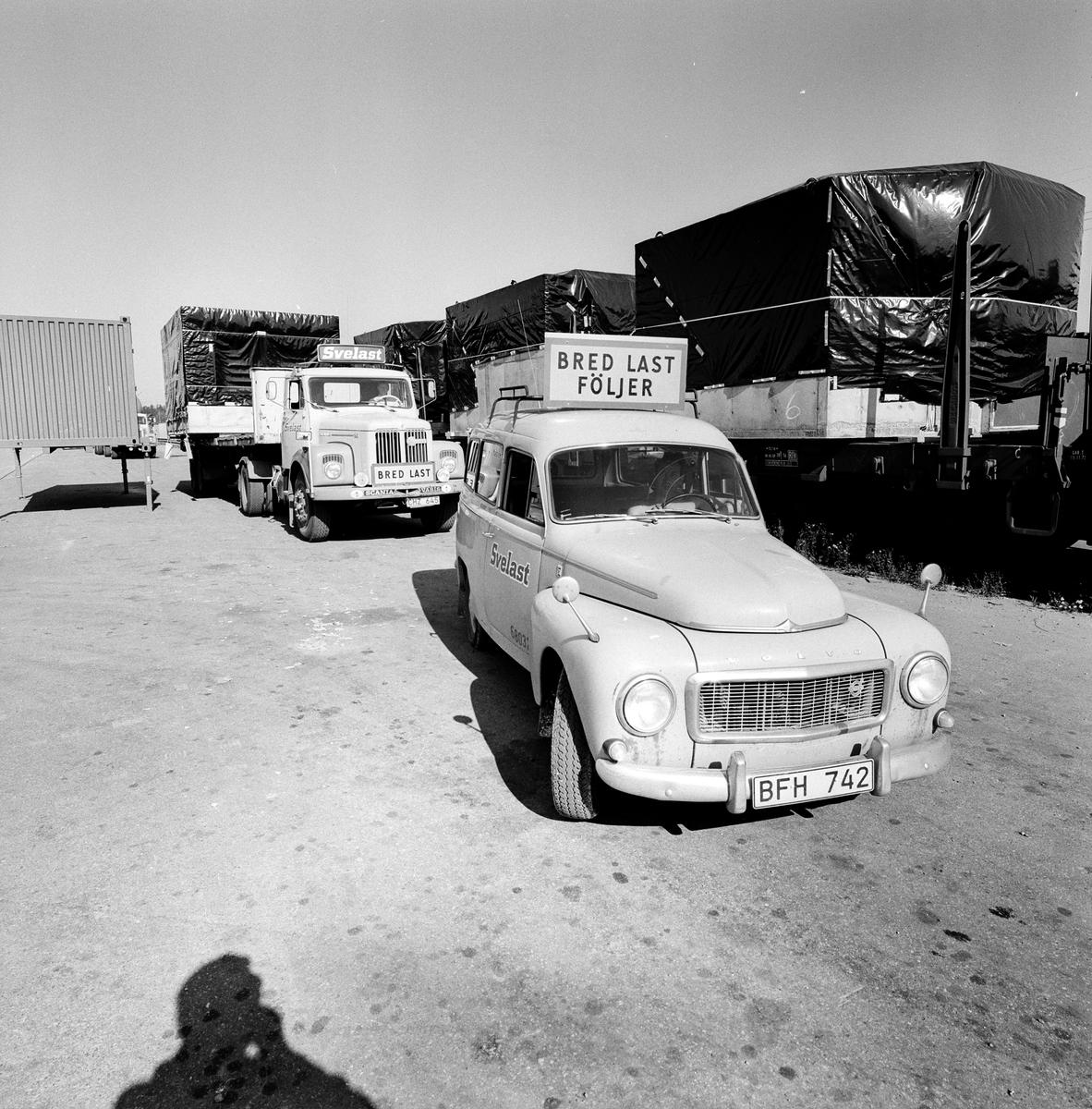 Godstransport med lastbil vid Solna terminal.
