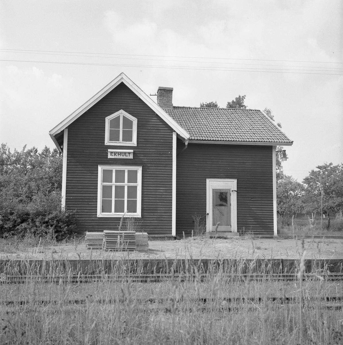 Hållplats anlagd 1905. Envånings stationshus i trä, byggt i vinkel