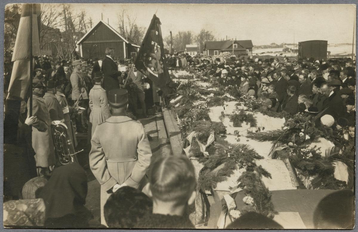 Begravning av fallna militärer under första världskriget.