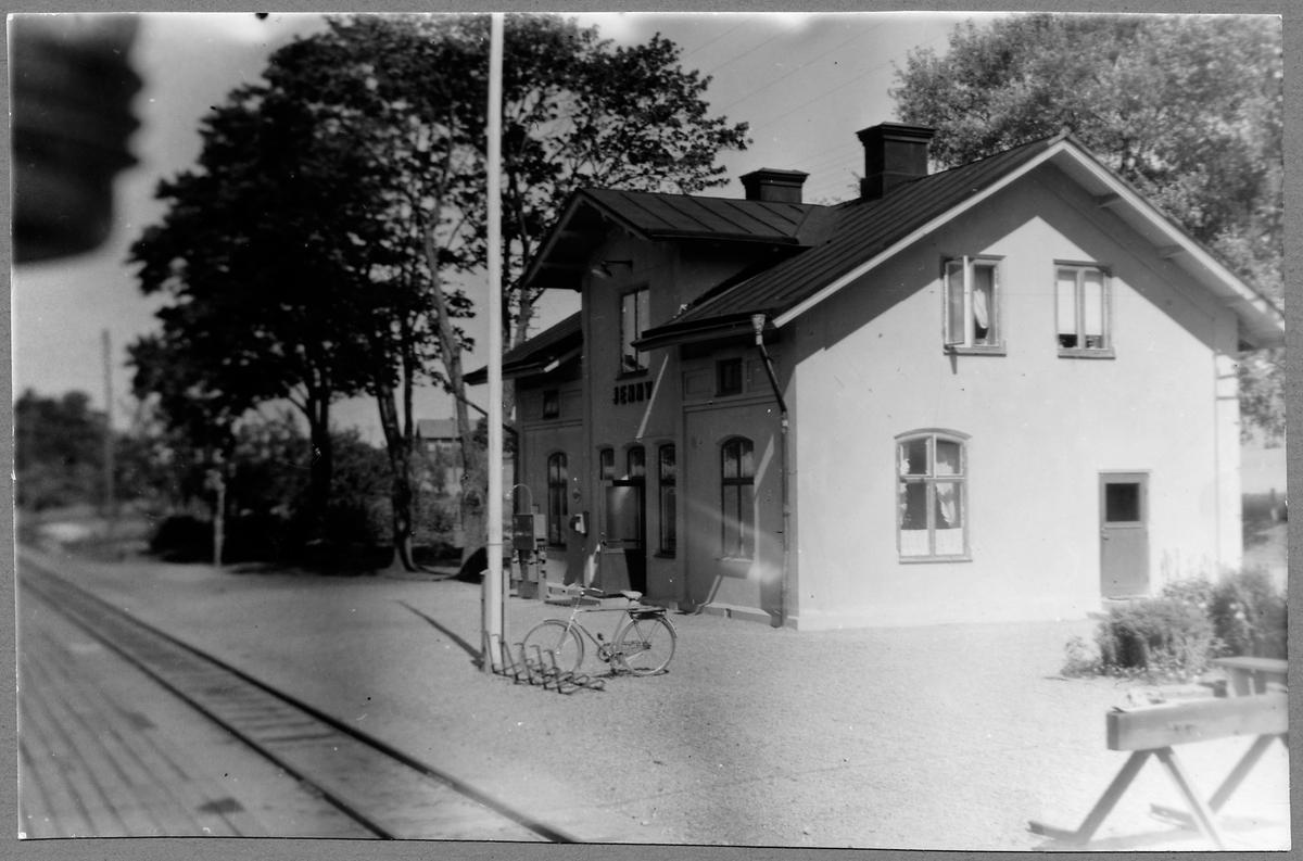 Jenny station.