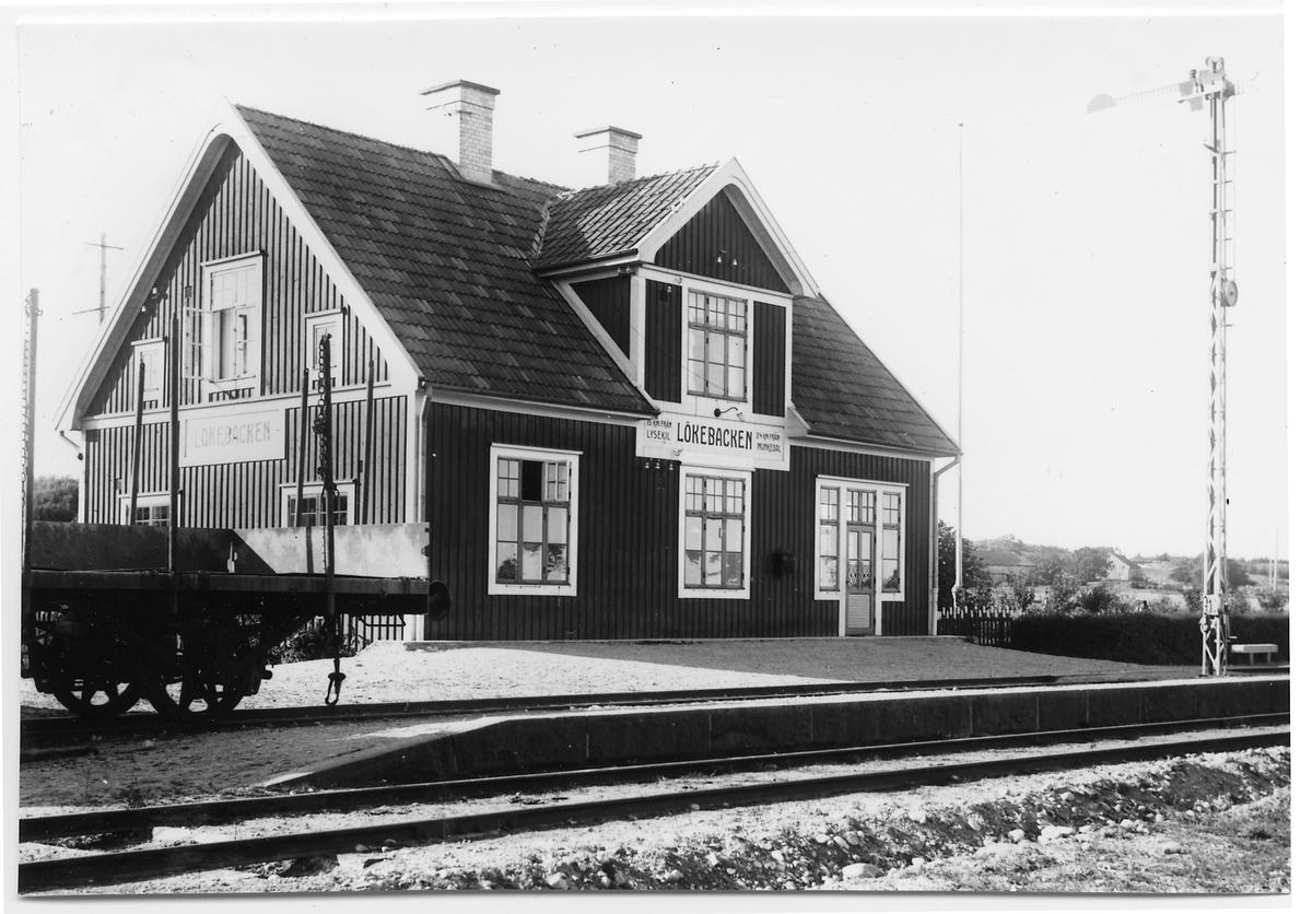 Lökebacken station.