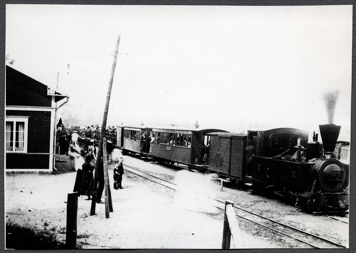 Anneberg - Ormaryds Järnväg, AOJ lok 1 med persontåg.
