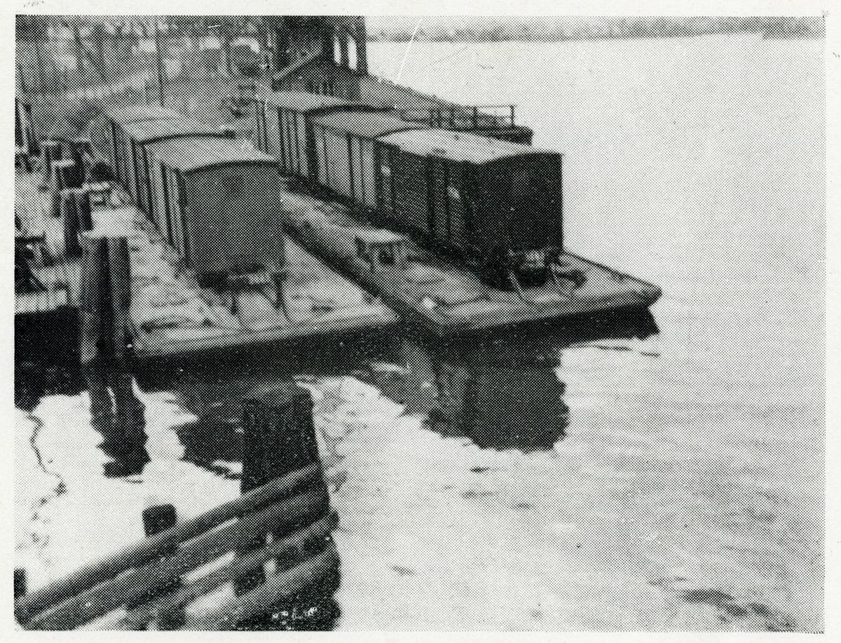Färjeläge för vagnpråmar i Göteborg för transport av 3 stycke slutna vagnar om 20 tons vikt per styck.