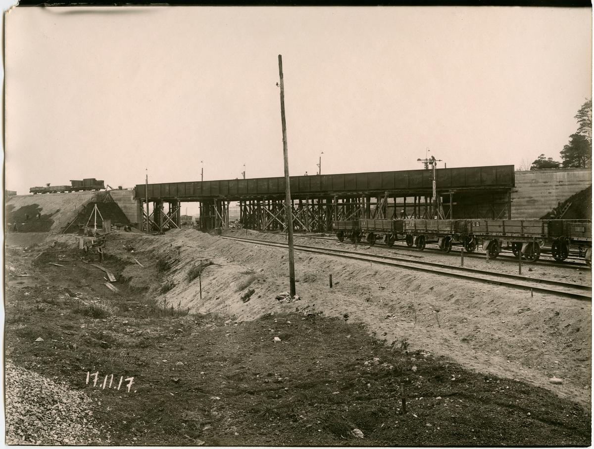 Statens Järnvägar, SJ, Tomteboda - Hagalund, S.W.B. viadukten under byggnad.
