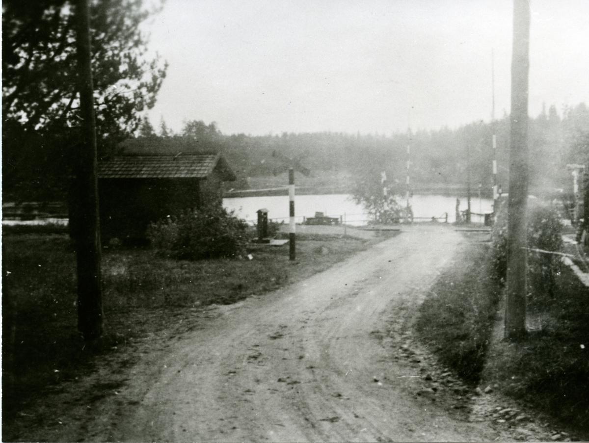 Järnvägsövergång vid  Holmsveden.