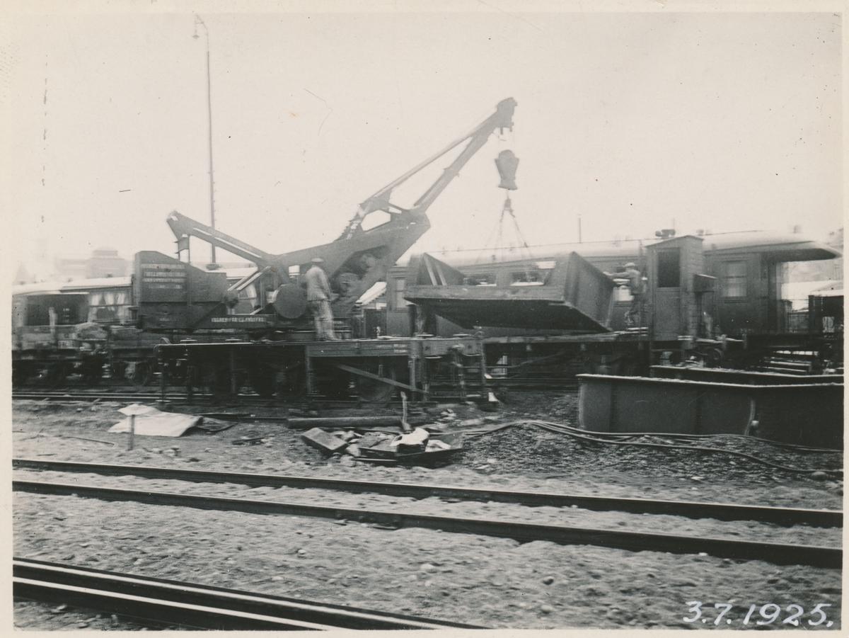 Lastning av balkbro vid Barnhusgatan