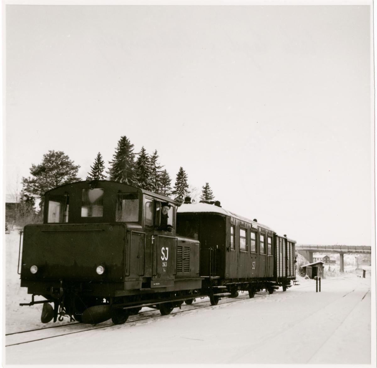 Norra Hälsingslands Järnväg, NHJ, SJ 263 Z4p tillverkad 1951, SJ 338 Personvagn, Sista tåget i Vattrångsbyn 1962.