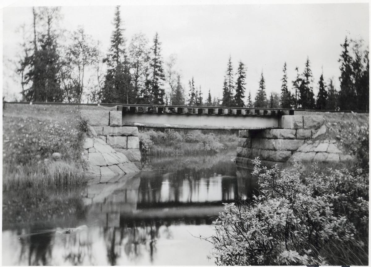 Bro över Grundsjöbäcken på linjen mellan Vojmån och Fiandberg.