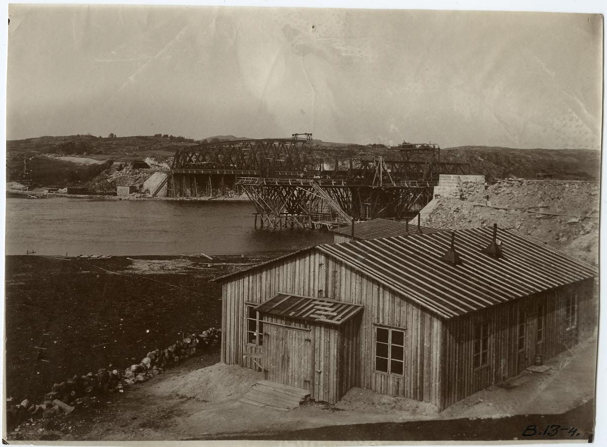 Brobyggnad över Nordre älv på linjen mellan Olskroken och Stenungsund.