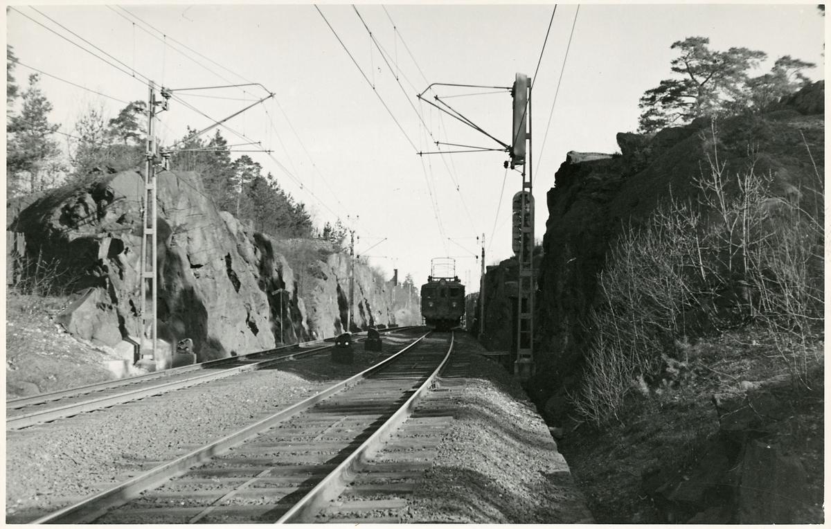 På linjen i närheten av Älvsjö. Statens Järnvägar, SJ D.