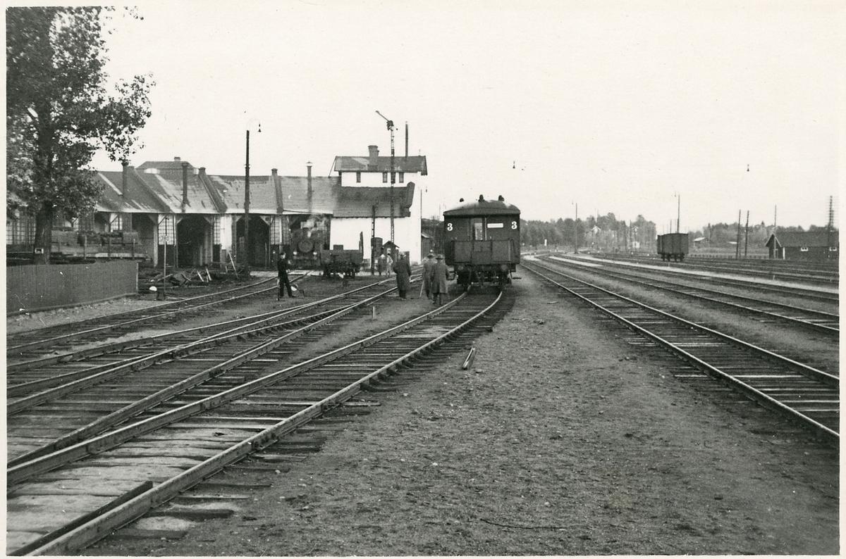 Bangård och lokstall vid Ljusdal station.