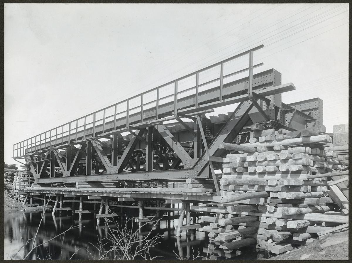 Brobygge över Almaån på linjen mellan Hässleholm och Hästveda.
