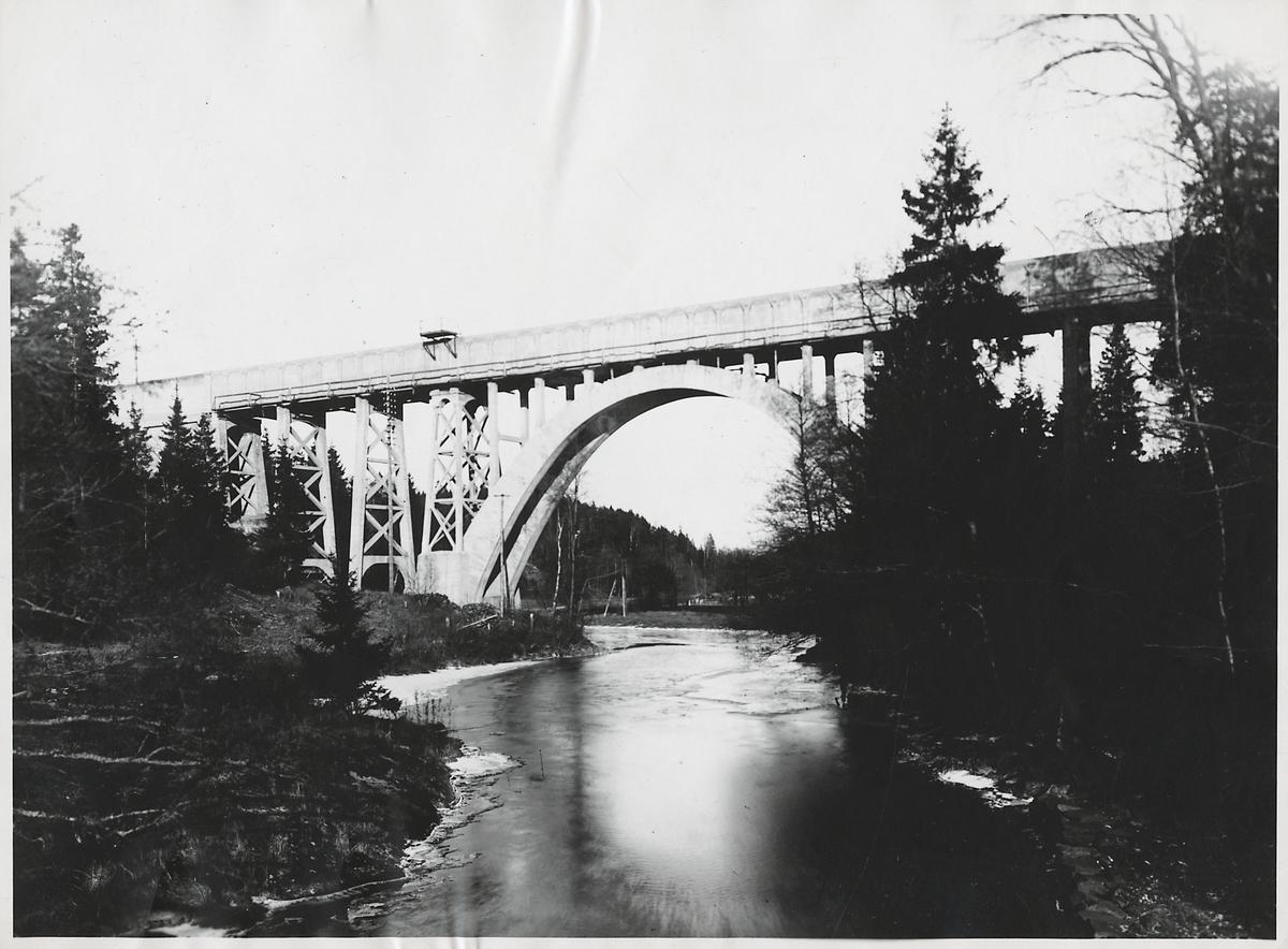 Velandabron över Slumpån på linjen mellan Trollhättan och Göteborg.