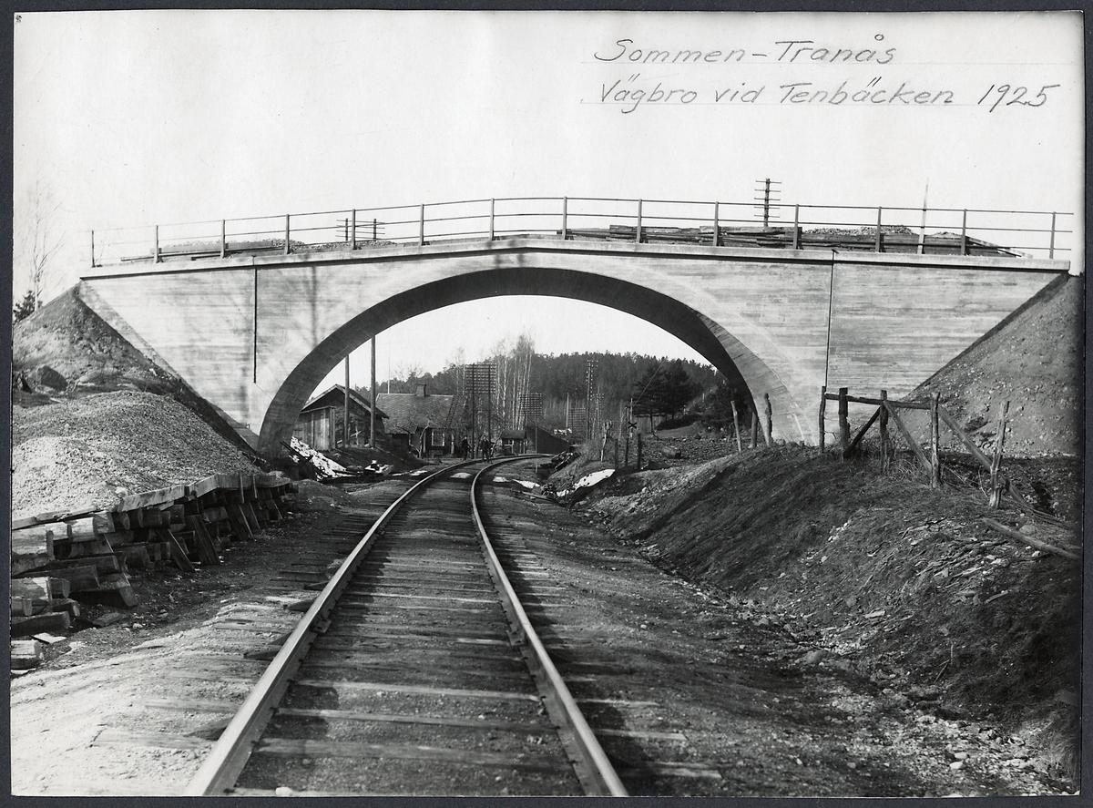 Vägbro vid Tenbäcken på linjen mellan Sommen - Tranås.