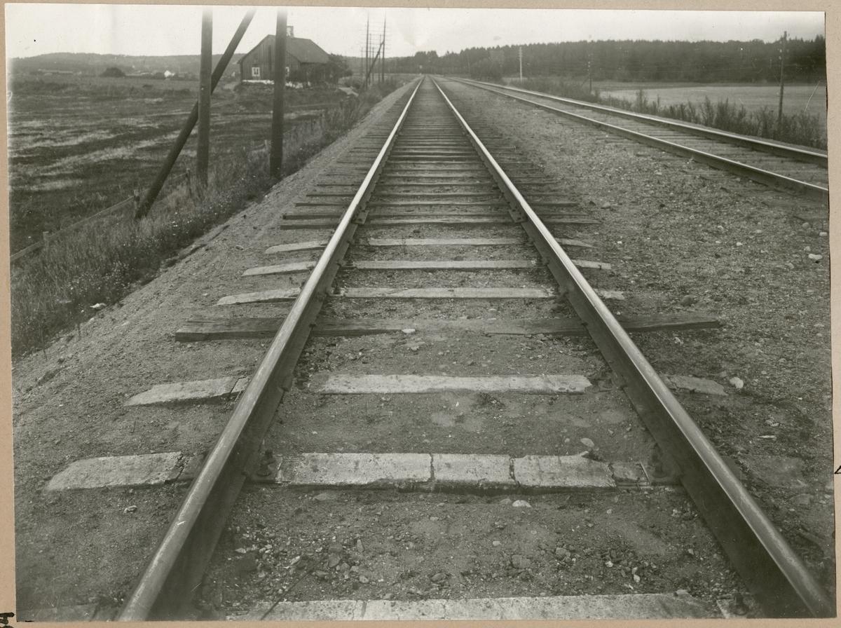 Prov med betongslipers på sträckan mellan Herrstaberg och Åby. 1921-1922.