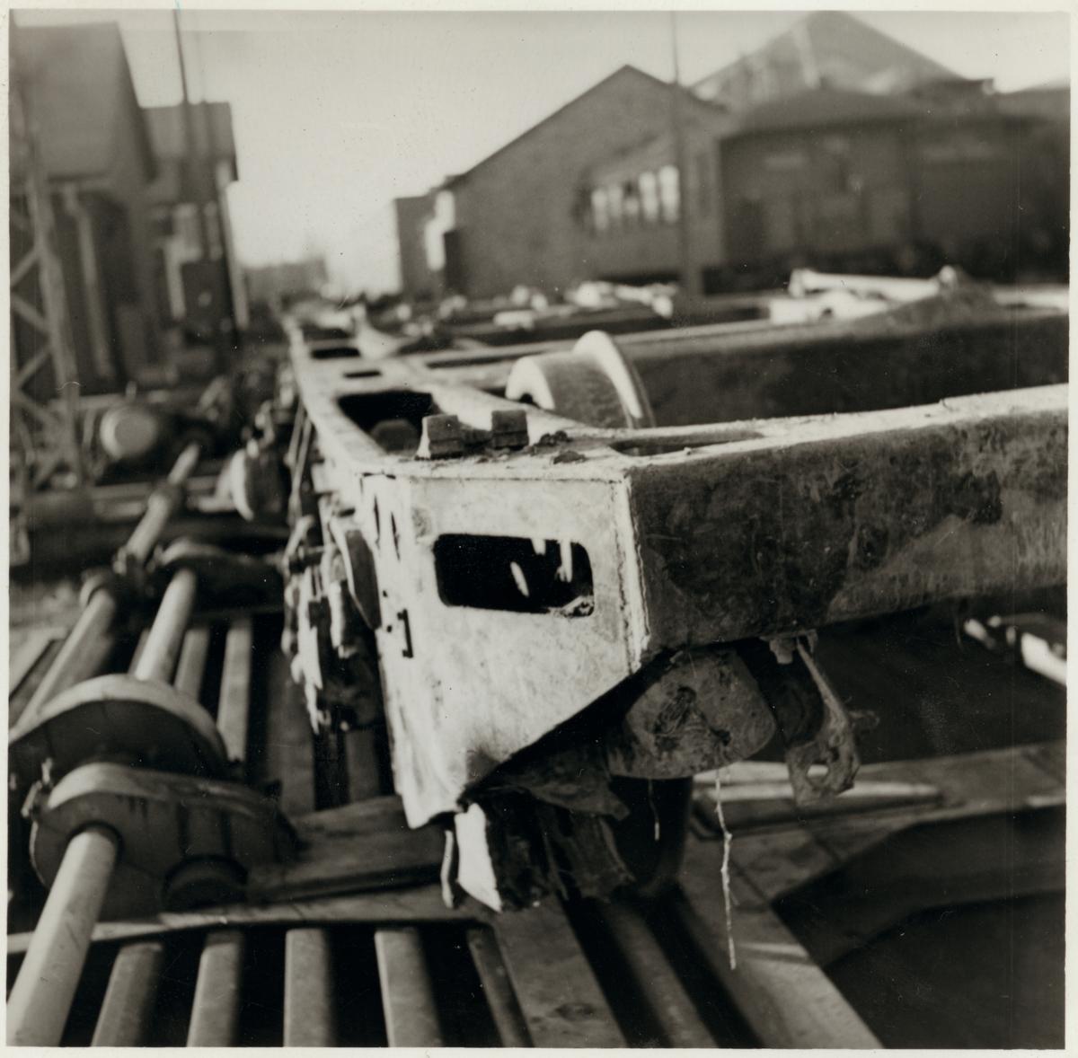 Skador på A-vagnens löpboggie efter olycka vid hållplatsen Arket 1951.