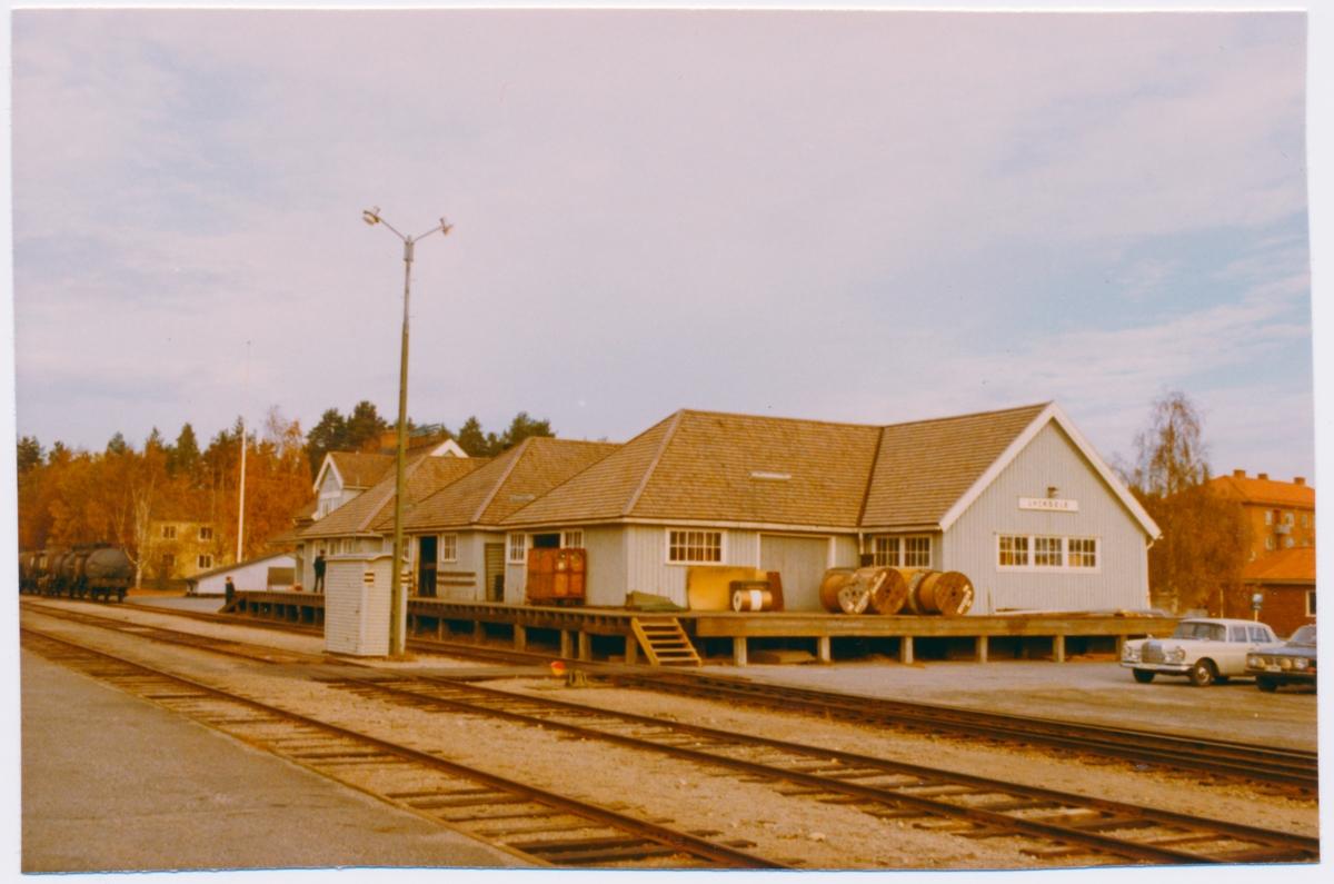 Stationen byggdes 1924. Godsmagasinet byggdes 1962
