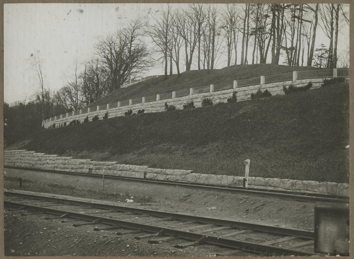 Dubbelspårsbanbyggnad Göteborg - Alingsås. Stödmurar vid herrgården i Jonsered, år 1916.
