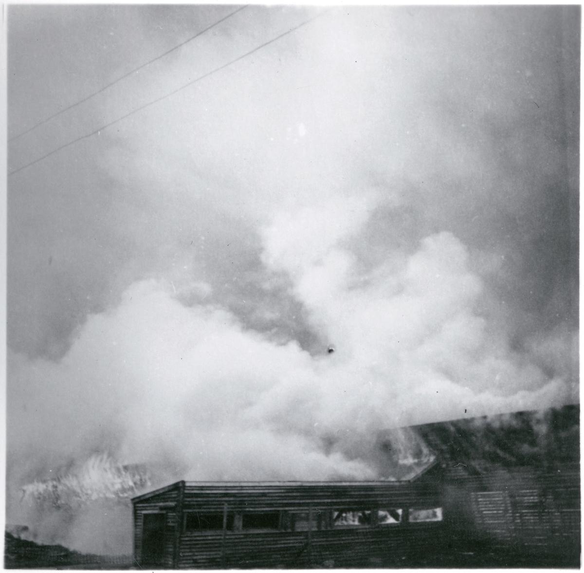 Brand i tåg och snögalleri vid Riksgränsen.