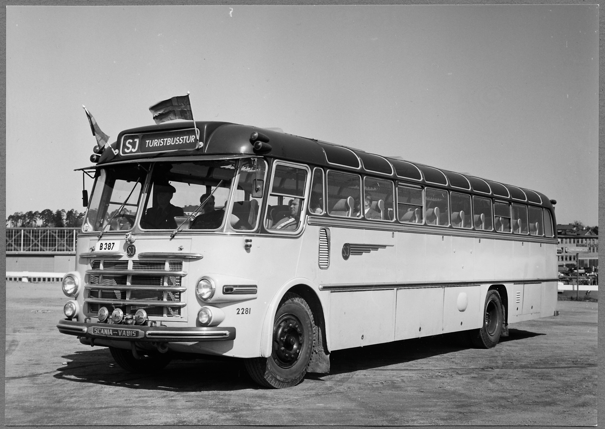 Scania-Vabis B63S. Turistbuss. Statens Järnvägar, SJ buss 2281.