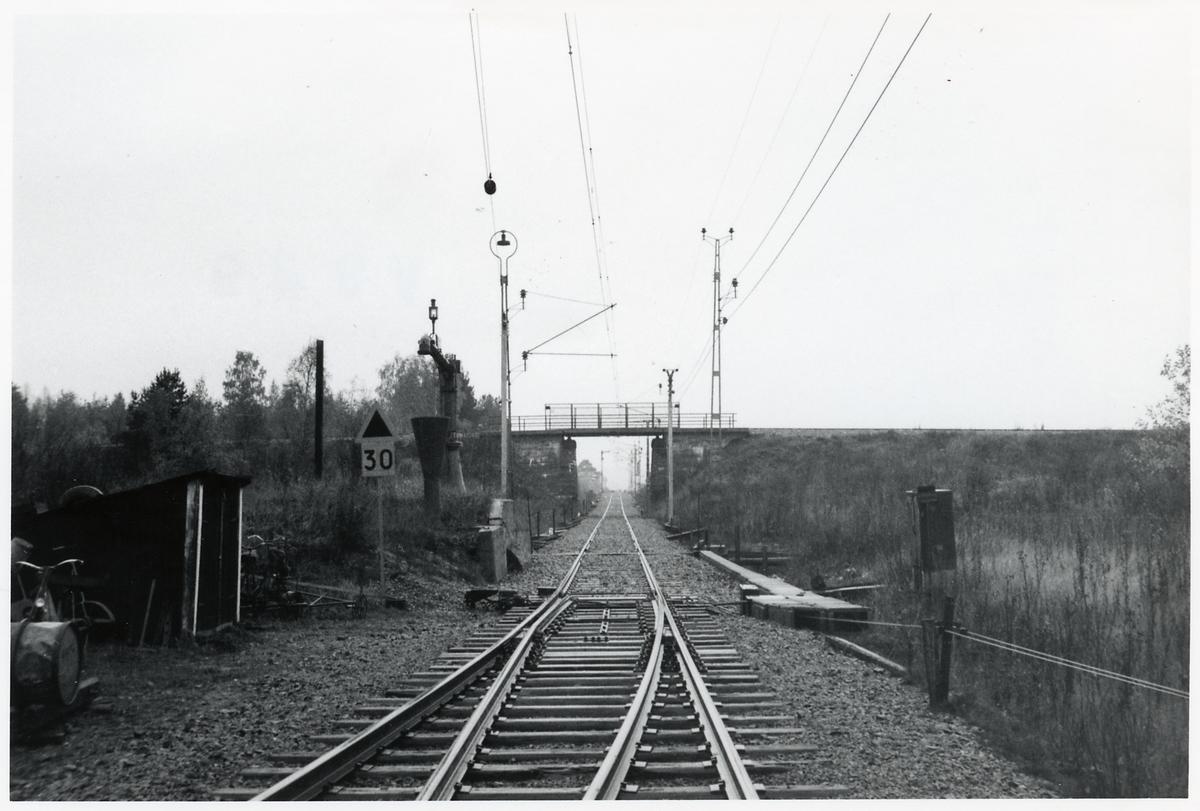 Ostkustbanan korsas av den smalspåriga järnvägen, Dala - Ockelbo - Norrsundets Järnväg.
