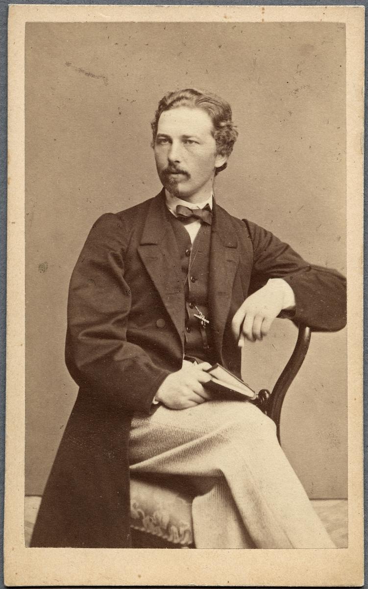 Porträtt av Landshövding Lars Berg.