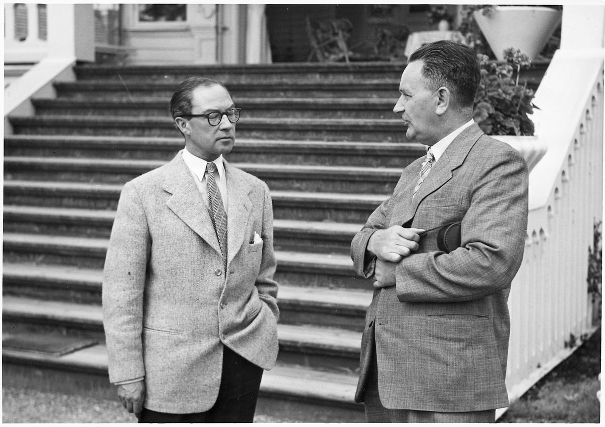 Till vänster på bilden Disponent, Gunnar Nordström och till höger på bilden Kontrollör, Ernst Juhlin.
