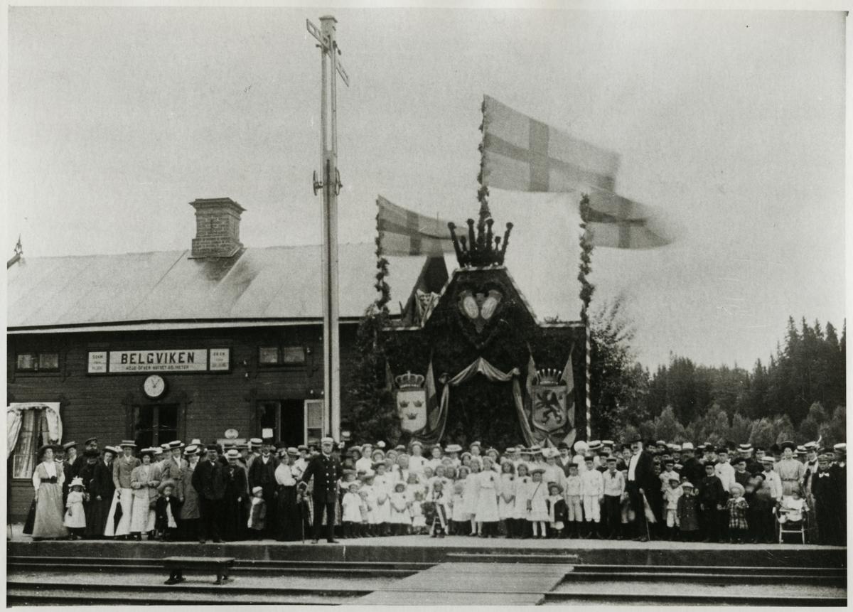 Festligheter vid Bälgvikens station.